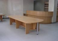 Ресепшн со столом для посетителей