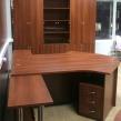 Стол и шкаф в офис