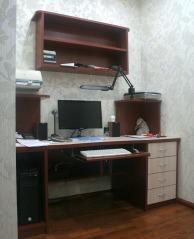 Компьютерный стол встроенный